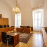 Verhandlungssaal II in der ehemaligen Böhmischen Hofkanzlei in Wien