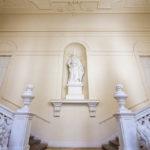 Weibliche Statue, die Österreich verkörpern soll in der ehemaligen Böhmischen Hofkanzlei in Wien