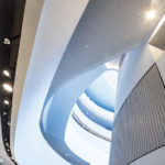 Moderne Architektur im Atrium der ÖAMTC-Zentrale in Wien