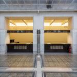Schalter im Großen Kassensaal in der Österreichischen Postsparkasse in Wien