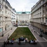 Blick vom Balkon des Gouverneurszimmers auf den Georg-Coch-Platz