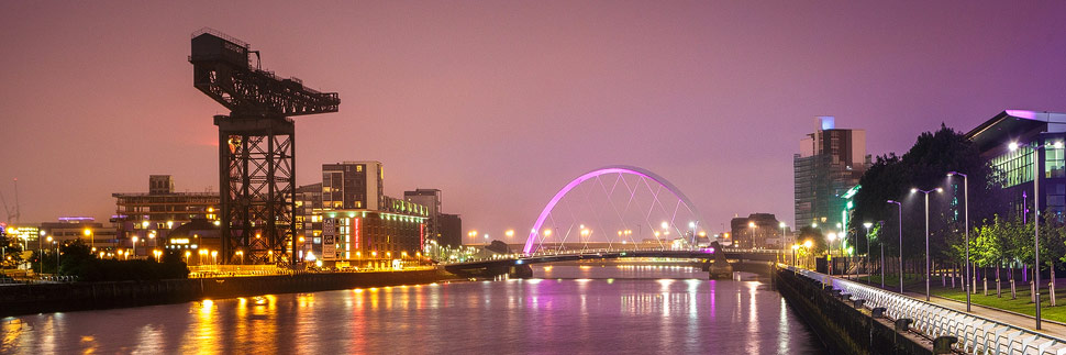 Finnieston Crane und Clyde Arc in Glasgow