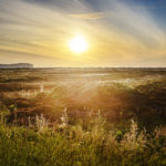 Sonne über der Landschaft auf dem Weg zum Duncansby Head