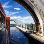 Auf der oberen Ebene des Falkirk Wheel fährt man ein Stück den Union Canal entlang