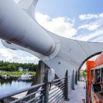 Während der Fahrt mit dem Falkirk Wheel erhält man hautnahe Ansichten der Technik