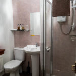 Bad im Doppelzimmer im Drumdale Bed and Breakfast in Inverness