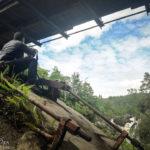 Blick von unterhalb der Hängebrücke auf die Rogie Falls