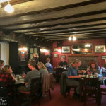 Innenansicht des The Clachan Pubs in Dornie