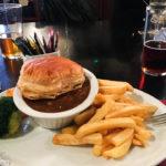 Homemade Steak & Guinness Pie im The Clachan Pub in Dornie