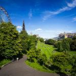 Princes Street Gardens mit Blick auf das Festival Wheel