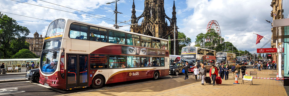 Princes Street und Scott Monument in Edinburgh