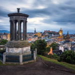 Blick vom Calton Hill auf Edinburgh nach Sonnenuntergang