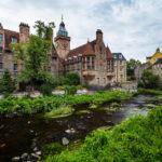 Die zauberhafte Kulisse von Dean Village mit dem historischen Gebäude Well Court