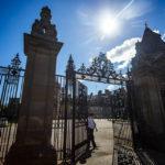 Das Eingangsportal des Holyrood Palace