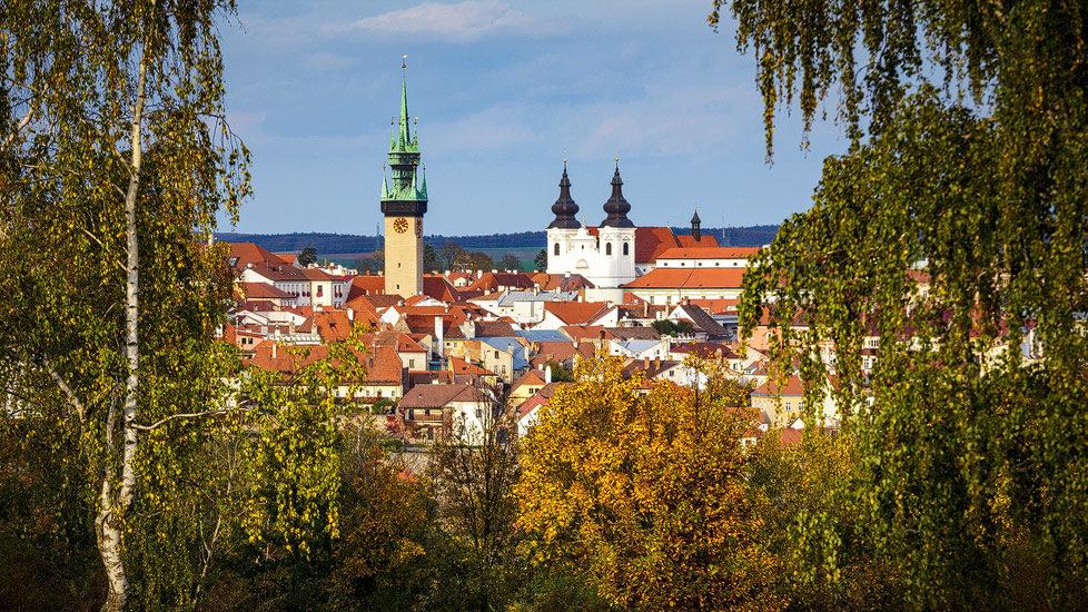 Blick auf Znaim mit dem Rathausturm und dem Minoritenkloster