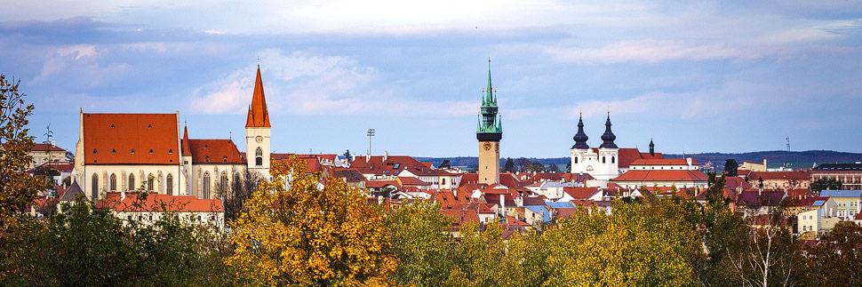Blick auf Znaim mit der St.-Nikolaus-Kirche, dem Rathausturm und die Dominikanerkirche