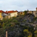 Blick auf die Burg und die Rotunde