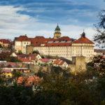 Blick vom Kuhberg auf das Kloster Louka