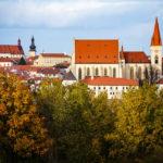 Blick vom Kuhberg auf die St.-Nikolaus-Kirche in Znaim