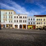 Stilvolle Hausfassaden auf dem Masarykplatz in Znaim