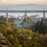 Blick vom Muckweg auf die Znaimer Eisenbahnbrücke
