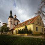 Kirche des Heiligen Hippolyt und Kloster der Kreuzherren mit dem Roten Stern auf dem Pöltenberg
