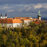 Blick vom Pöltenberg auf Znaim mit dem Rathausturm und der Dominikanerkirche
