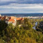 Blick vom Pöltenberg auf Znaim mit der Burg und dem Thayatal