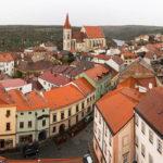 Blick vom Znaimer Rathausturm auf die St.-Nikolaus-Kirche