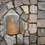 In den Boden eingelassenes Symbol der Rotunde St. Katarina in Znaim