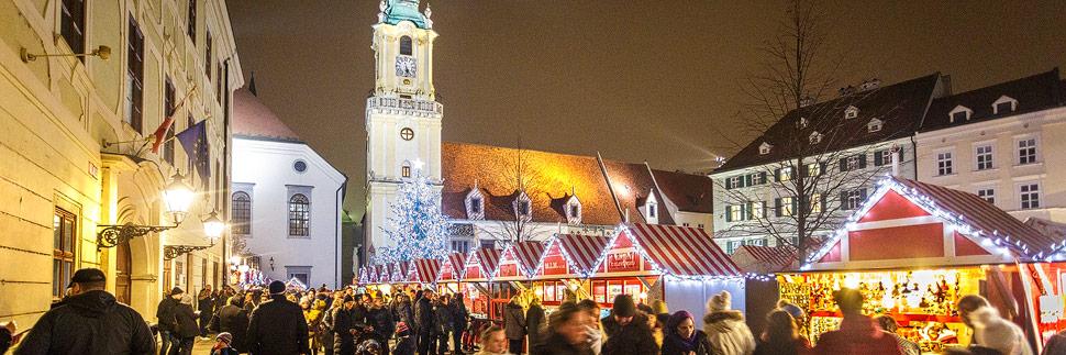 Weihnachtsmarkt auf dem Hauptplatz in Bratislava
