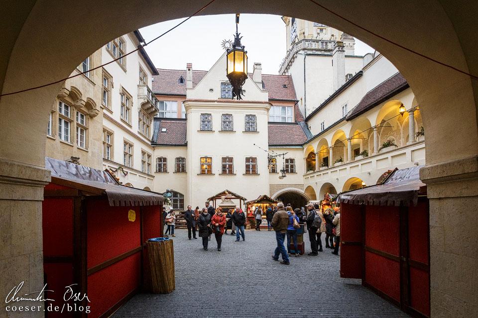 Weihnachtsmarkt auf dem Hauptplatz von Bratislava