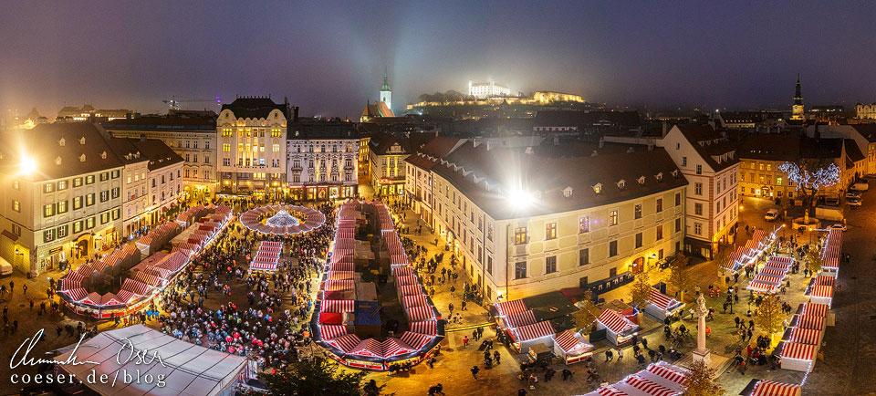 Ausblick auf den Weihnachtsmarkt und die Burg von Bratislava