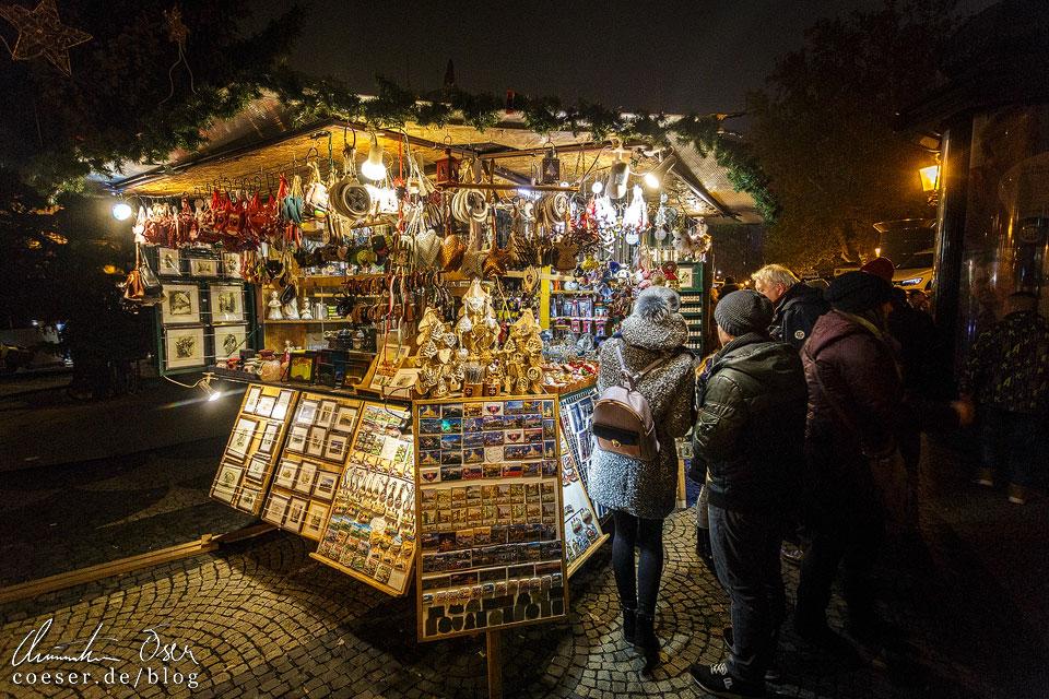 Weihnachtsmarkt vor dem Nationaltheater von Bratislava