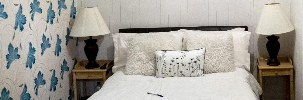 Bett in einer schottischen Unterkunft