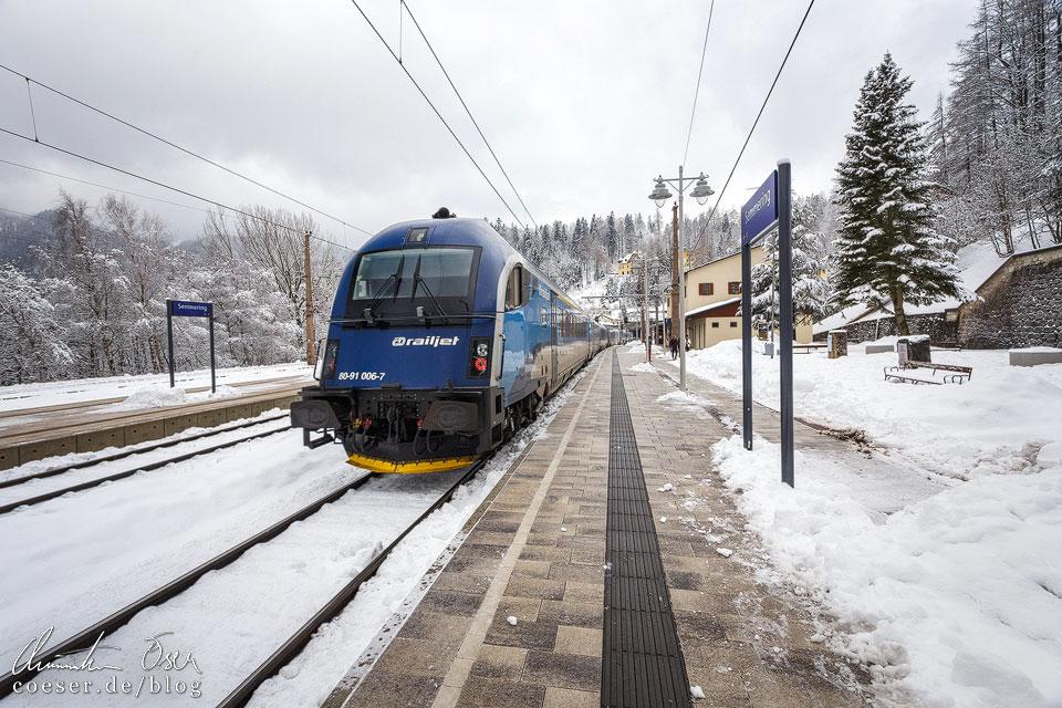 Railjet im Bahnhof Semmering