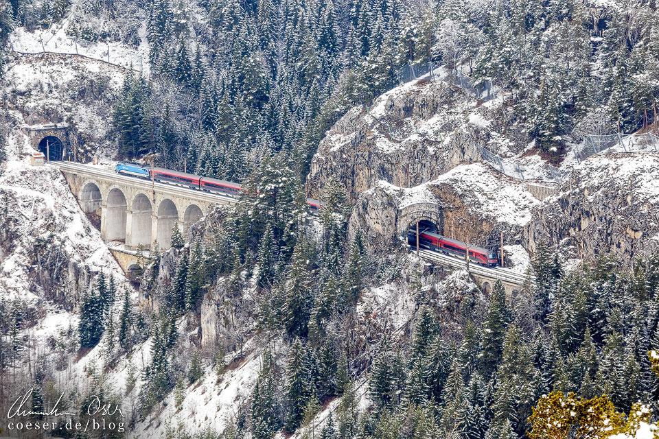 Railjet auf der Semmeringbahn bei Breitenstein