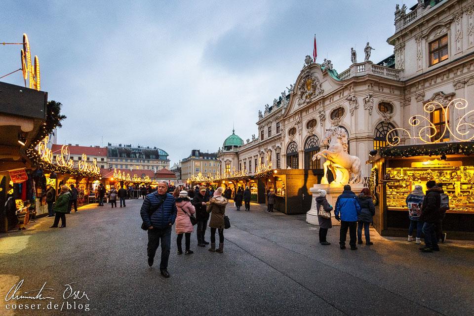 Weihnachtsmarkt vor dem Schloss Belvedere in Wien