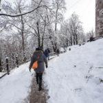 Verschneiter Weg zur Burg von Ljubljana