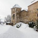 Außenansicht der verschneiten Burg von Ljubljana