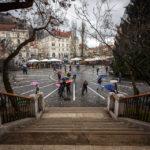 Blick vom Stufenportal der Mariä-Verkündigungs-Kirche auf den Prešeren-Platz