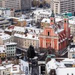 Die Mariä-Verkündigungs-Kirche von der Burg von Ljubljana aus gesehen