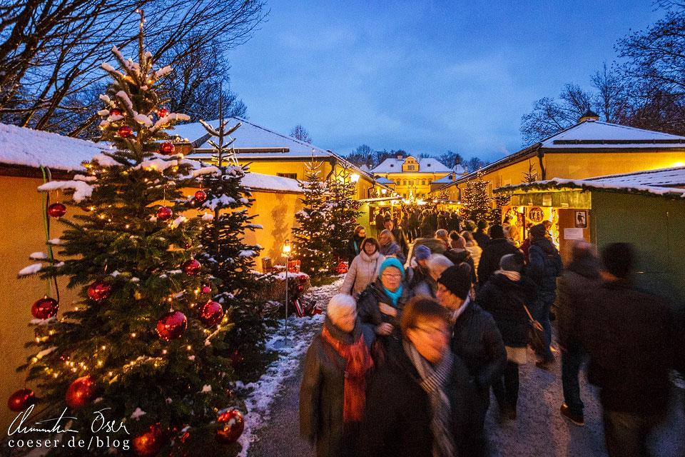 Weihnachtsmarkt vor dem Schloss Hellbrunn in Salzburg