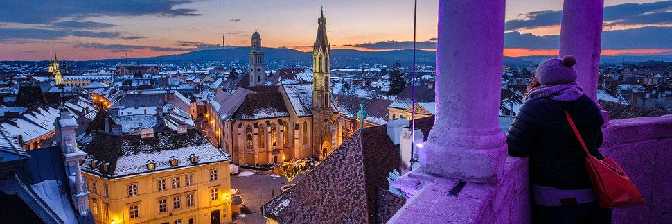 Blick vom Feuerturm auf den Hauptplatz von Sopron