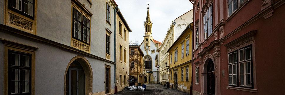 Altstadt von Sopron mit Blick auf die Ursulinenkirche