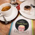 Espresso und Maroniherz im Zwinger Kávéház