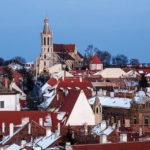 Aussicht vom Balkon des Feuerturms auf die Sankt Michaeliskirche von Sopron