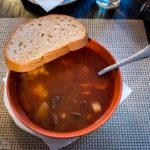 Ungarische Gulaschsuppe im Restaurant Gambrinus