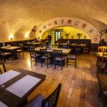 Innenansicht des Restaurant Gambrinus auf dem Hauptplatz von Sopron