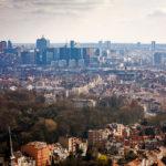 Blick auf Brüssel aus der obersten Kugel des Atomiums